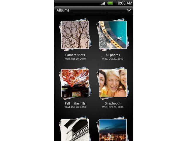 obsah balení HTC EVO 3D + autonabíječka Kidigi s microUSB