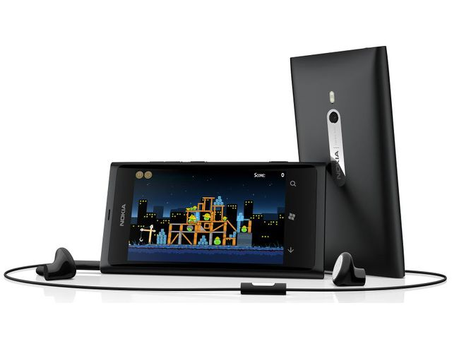 obsah balení Nokia Lumia 800 Matt Black + Prémiová fólie Krusell