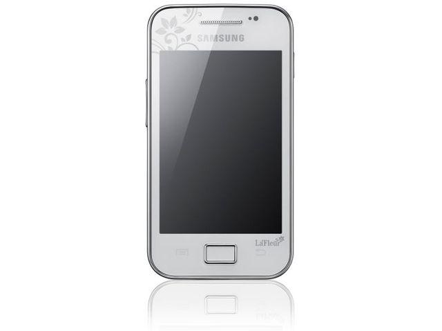 obsah balení Samsung Galaxy Ace White La Fleur+ Solární nabíječka Solarmonkey-Adventurer